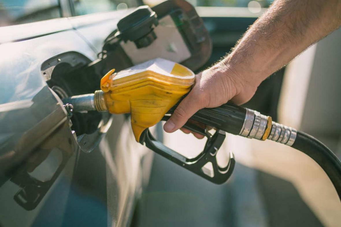 یاری معیشت حمایتی در 17 استان بیشتر از سرانه مصرف بنزین است