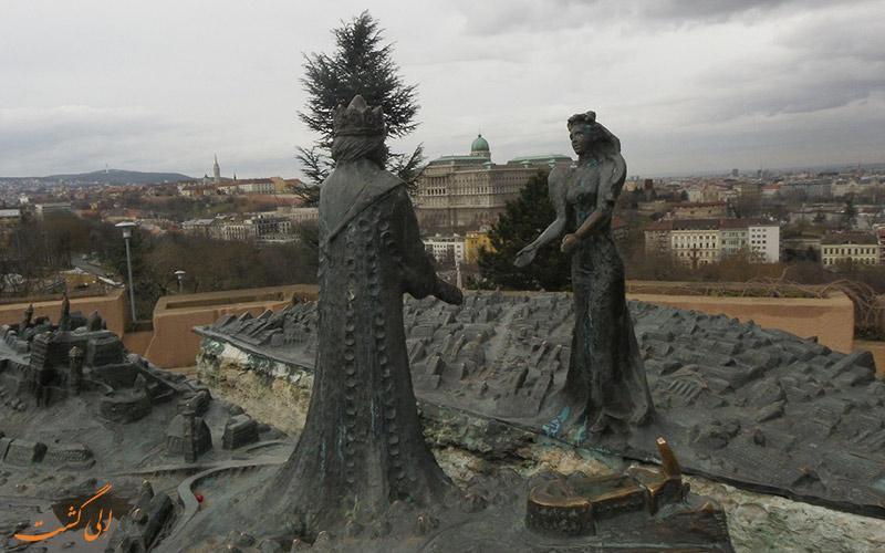 کشف رمز و راز مجسمه های بوداپست!