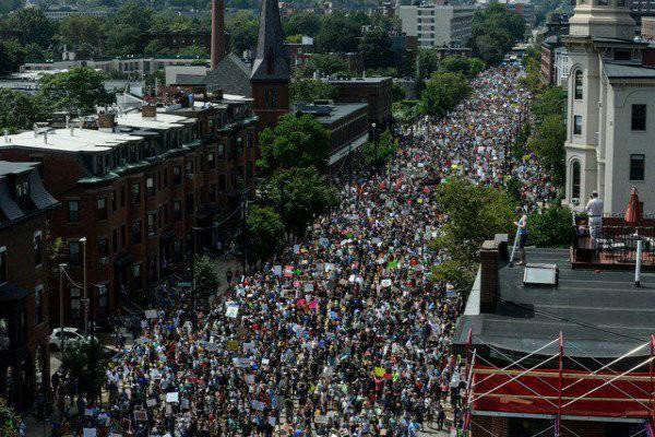 تظاهرات ضد نژادپرستی در کانادا به خشونت کشیده شد