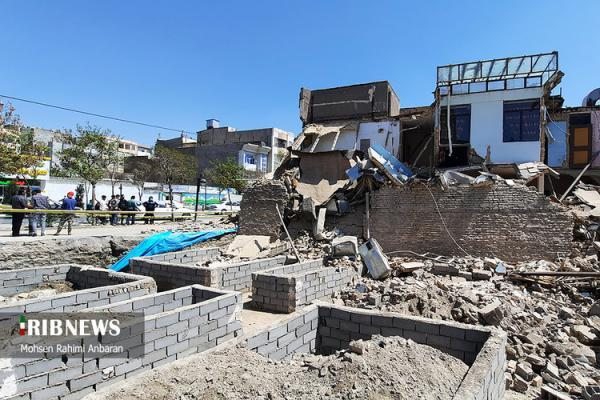 (تصاویر) تخریب ساختمان مسکونی به دلیل گودبرداری غیر اصولی در مشهد