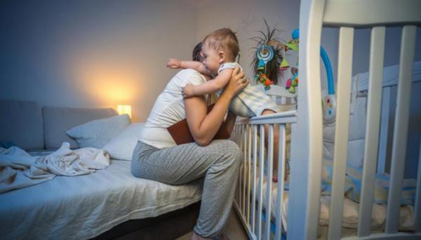 6 دلیل عمده از خواب پریدن نوزاد و راه های مقابله با آن
